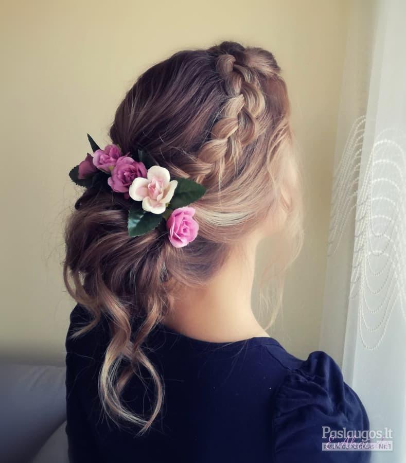 Evelinos Aukštikalnytės kurta šukuosena