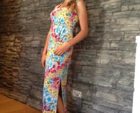Gėlėta ilga suknelė.Audinys- sintetinis elastinis trikotažas. Dydis ; Ugis apie 168 cm. 40 Kr-92, L-74, Kl-98.