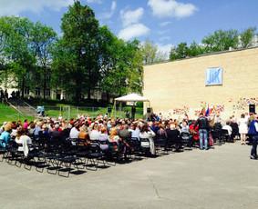 Iškilminga inauguracijos ceremonija mokyklos kieme