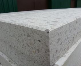 Betono(terazo) pakopų kokybės kontrolė, atliekami visų reikalingų parametrų matavimai.