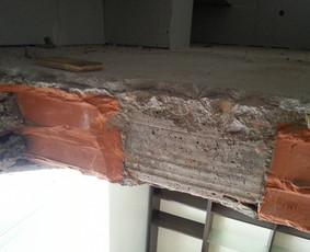 Perdenginio pjaustymas laiptams įrengti, sutvirtinimas, apdaila. Vilniaus m.
