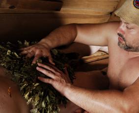 Lengvas kūno glostymas, šveitimas ir trynimas šiltomis vantomis puikiai masažuoja ir atpalaiduoja