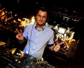 DJ su garso, bei apšvietimo įranga