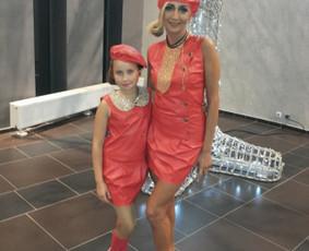 "Vaikų choro ""Kotita"" solistė Samanta ir Gerda. Stilistė-Anna Bochan."