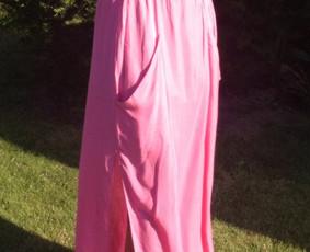 Ilgas sijonas dekoruotas didelėmis kišenėmis - labai patogu ir gražu !!!