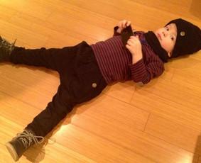 Vaikiškos kelnytės. Taip pat priderinta vaikiška kepurytė su šaliku.
