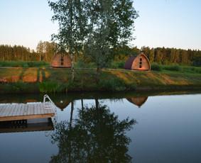 http://www.seimosvila.lt/ Nakvynė jaukiuose nameliuose.
