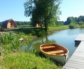 http://www.seimosvila.lt/ Galima pasiplaukioti mažam prūdely su maža valtele...ypač tai smagu daryti vakare, kai sutemsta ir įžiebiami žibintai.
