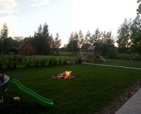 http://www.seimosvila.lt/ Kada paskutinį kartą su šeima, vaikais, ar draugais naktinėjote prie laužo ir kepėte zefykus?