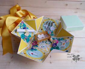 Dėžutės būsimiems seneliams, kurioje gražiai dekoruota žinia apie būsimą anūkėlį.