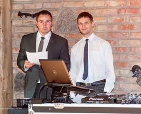 Vestuvių vedėjas ir DJ.