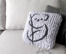 Merino  vilnos pagalvės, gaminamos pagal užsakovo norimus matmenis ir spalva.