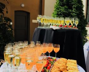 Šampano staliukas. Vaišėms be streso!
