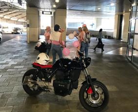 Jaunosios pavežimas motociklu