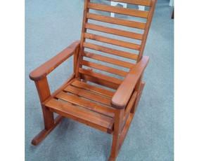 Supama kėdė Soltou  tinka tiek laukui tiek vidaus naudojimui. Laiko virš 150 kg. Sėdimoji dalis 55 cm
