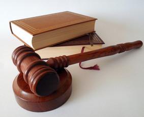Profesionalių teisininkų komanda teikia teisines paslaugas