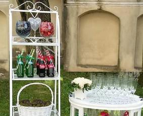 Stilingas šventinis šampano- vaišių staliukas po ceremonijos
