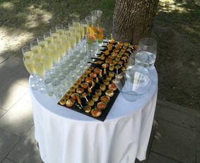 Elegantiškas šampano staliukas po ceremonijos