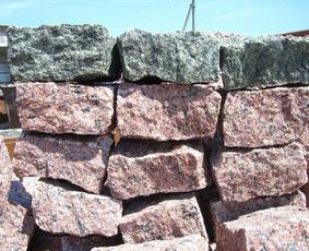 Granitines trinkeles - tamsiai pilkos 140-150 eur be PVM; spalvotos apie 155 eur be PVM. Kainos uz tona