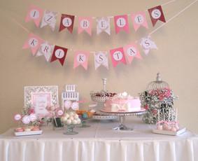 Saldaus stalo dekoras krikštynų šventei