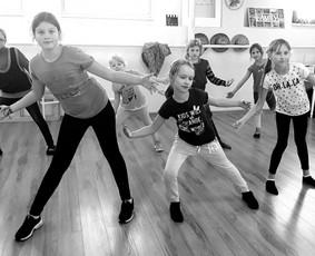 """""""Dance Family"""" - šokių pamokos suaugusiems ir vaikams"""