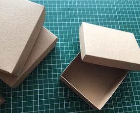 Įvairių dydžių dėžutės papuošalams.