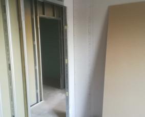 Montuoju gipso kartoną. Lubos, sienos, pertvaros.  Laminatas