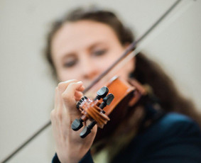 Muzikantė- Smuikininkė- Dainininkė