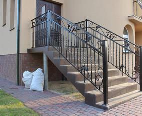 metaliniai laiptai ir kalviški turėklai