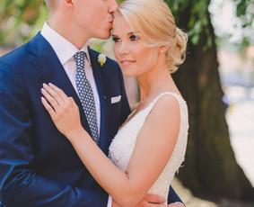 Nuoširdi ir jauki vestuvių fotografija.