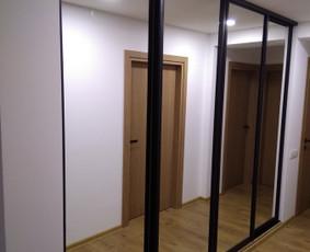 stumdomos durys, pertvaros, spintos.