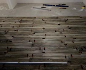 Kokybiškas keraminių ir akmens masės plytelių klijavimas.