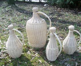 apipinti įvairios talpos buteliai