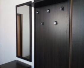 Veidrodžio ir drabužių kabyklos kabinimas / montavimas prie sienos