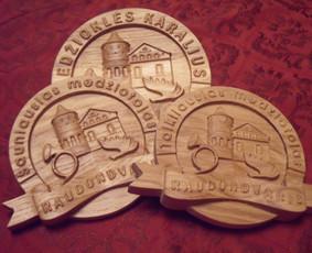 Suvenyrai su logotipais, užrašais. Ąžuoliniai ar kitokios medienos, pagal pageidavimą.