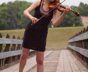 Profesionali smuikininkė šventei