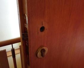 Durų rankenų sudėjimas ir pakeitimas Jūsų namuose...