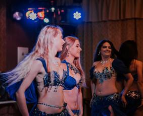 Rytietiškų pilvo šokių šou grupė