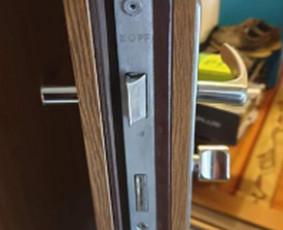 Nulaužtos durų rankenos ir spynos remontas.