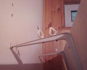 Sulūžusios / nusvirusios / nukritusios lentynos perkabinimo darbai Jūsų namuose, biure, sodyboje