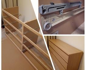 Ikea baldų surinkimas. Kad ir kokie nesudėtingi Ikea baldai - visada reikia skaityti instrukciją.