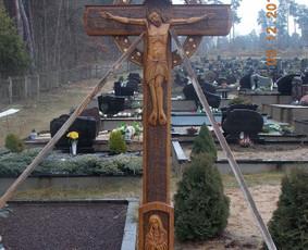 Kryžius Karmėlavos kapinėse.