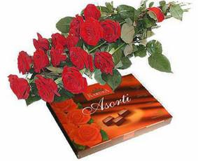 Puokštė Nr.002 - Puiki nuotaika Rožės ir didelė šokoladinių (pačių skaniausių!!!) saldainių dėžutė. *** Galima pasirinkti rožių skaičių, ilgį ir spalvą