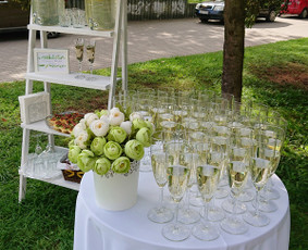 Šventinis šampano staliukas