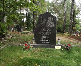 Raidžių kalimas ant paminklo kapinėse