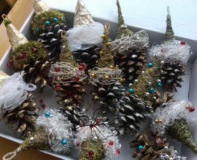 Dovanų, staigmenų ir kitų dalykėlių originalios pakavimo idėjos, papuošimai. Dovanų pakavimas. Kalėdiniai rankų darbo papuošimai, dekoro elementai.