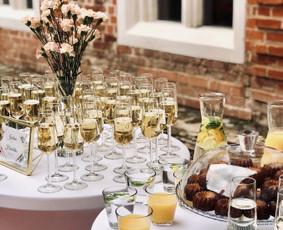 Šventė Stilingai - vaišių/šampano staliukas + aptarnavimas