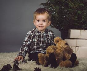 Kviečiu registruotis Kalėdinėms fotosesijoms studijoje :)