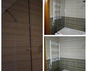 Stiklinė sienelė statoma tada, kai norisi vonią apsaugoti nuo vandens pertekliaus ir taškymosi grindų.