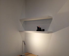 Ikea lentynos montavimas. Dažniausias atstumas tarp pirmos ir antros lentynos 33- 35 centimetrai.